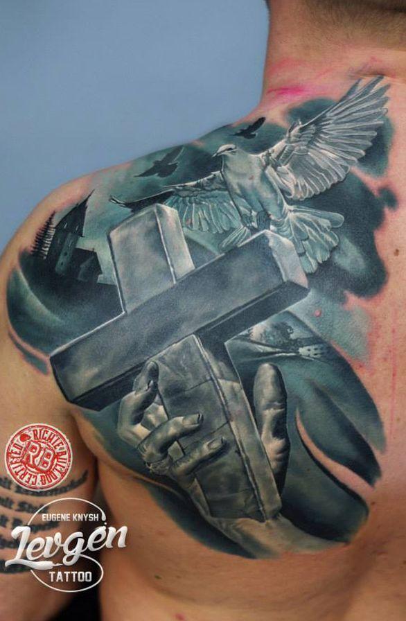 krzyż i gołąb tatuaże realistyczne