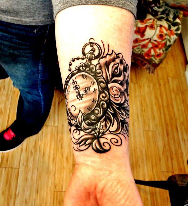 Zegarek I Róże Tatuaże