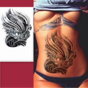 ryba koi tatuaż na brzuchu dla kobiety